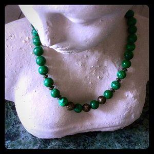 Jewelry - ⚜️Malachite-look glass bead necklace.